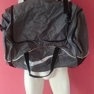 COPY - Nike duffle bag.  $35 Sz 25x15x15x9+free N…